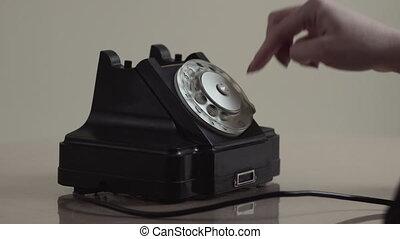 cadran, femme, vieux, téléphone rotatif