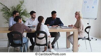 cadre supérieur, directeur, réunion, tenue, collègues., éditorial, femme, business