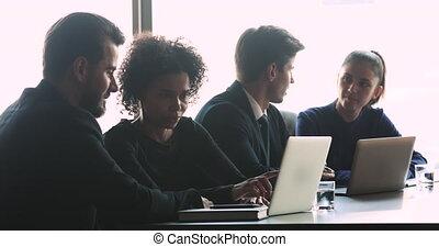 cadres, multiracial, équipe, groupes, conversation, projets,...