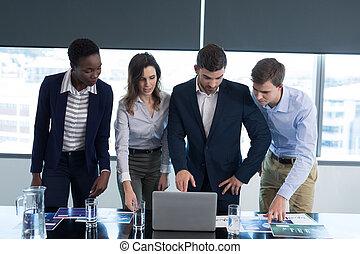 cadres, travailler ensemble, bureau