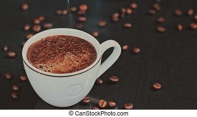 café, arrière-plan noir, tasse