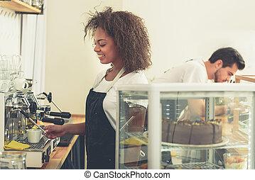 café, barista, savoureux, préparer, sourire, cafétéria
