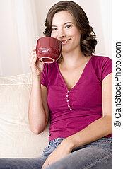 café bebendo, casa