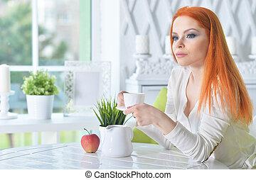 café, boire, femme, jeune, maison, beau