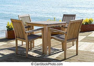 café, bois, chaises, tables, bord mer