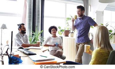café, bureau, créatif, équipe, boire, heureux