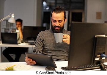 café, bureau, pc tablette, boire, homme