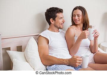 café, couple, décontracté, lit, avoir