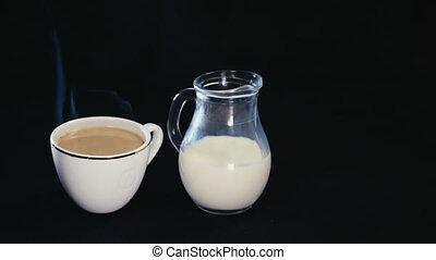 café, cruche, tasse, arrière-plan noir, blanc, lait