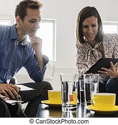 café, escritório, businesspeople, tabela, reunião, tendo