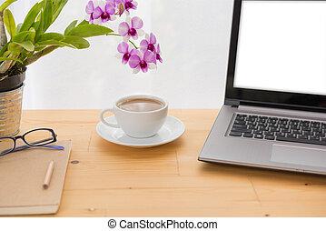 café, espace de travail, sur, minimal, fond, bois, informatique, ordinateur portable, table, fleur, tasse, orchidée, cahier, blanc