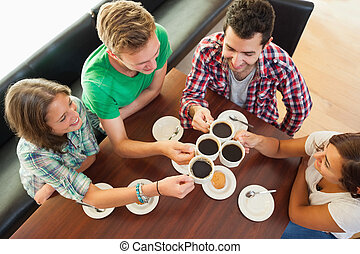 café, estudantes, quatro, tendo, copo, conversando, feliz