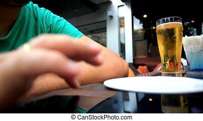 café extérieur, smartphone., utilisation, hd., assied, ...