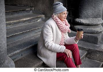 café, extérieur, tasse, boire, personne agee, dame, joyeux