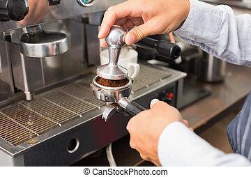 café faisant, barista, tasse