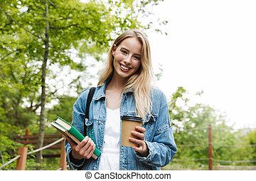 café, femme, étudiant, books., parc, jeune, poser, tenue, dehors, boire, heureux