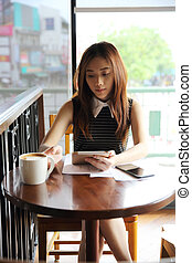 café, femme, boire, asiatique, tablette
