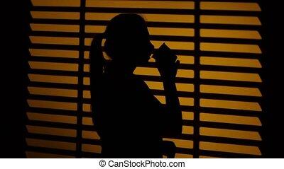 café, femme, cup., haut, silhouette., fin, boire