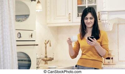 café, femme, elle, téléphone, usages, boire, intelligent