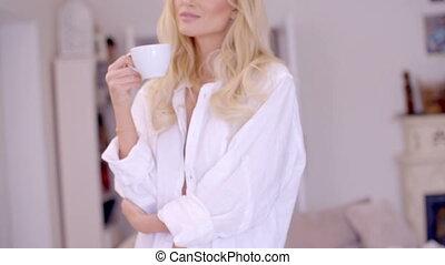 café, femme, elle, yeux, pensif, fermer