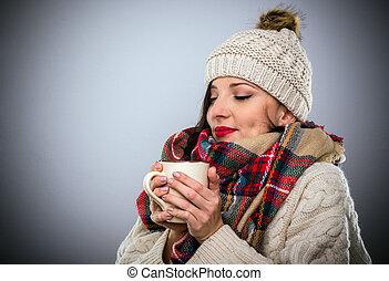café, femme, grande tasse, chaud, heureux, apprécier