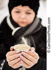 café, femme, parc, hiver, tasse