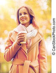 café, femme, parc, jeune, automne, boire, heureux