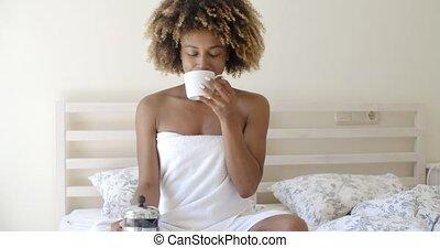 café, femme, séduisant, lit, tasse