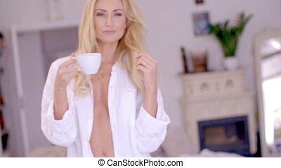 café, femme, tasse, pensif, blonds, sexy