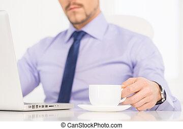 café, fonctionnement, work., image, jeune, tondu, confiant, informatique, formalwear, homme affaires, boire, homme