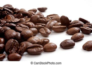 café, fondo blanco, granos