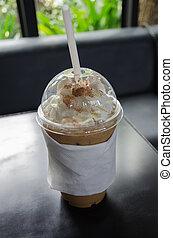 café glacé, couvert, à, crème fouettée