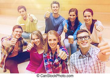café, grupo, estudiantes, papel, sonriente, tazas