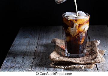 café helado, en, un, vidrio alto