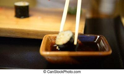 café, homme, manger, sushi, restaurant