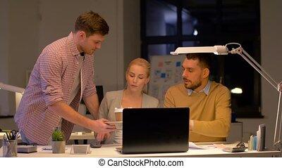 café, ordinateur portable, bureau affaires, équipe