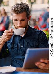 café, pc tablette, cafe., utilisation, boissons, homme