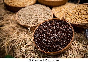 café, plateau., haricots, avoir, rôti, pas, revêtu, entier