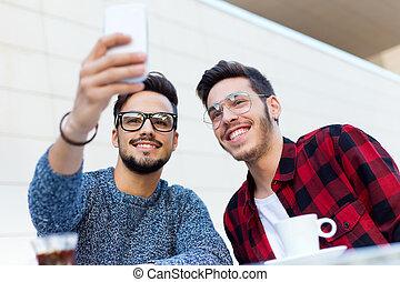 café, shop., entrepreneurs, prendre, jeune, deux, selfie