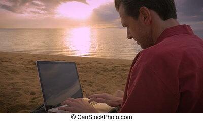 café, sien, fonctionnement, ordinateur portable, pendant, boire, plage, levers de soleil, homme