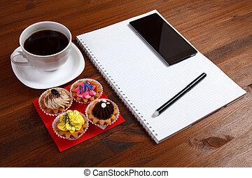 café, smartphone, petits gâteaux, tasse, bois, quatre, stylo, cahier, blanc, table.