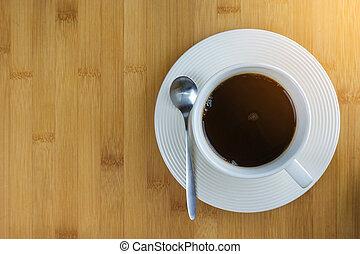 café, sobre, taza, -, directamente, blanco