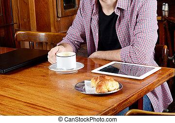 café, tablet., ordinateur portable, numérique, boire, homme