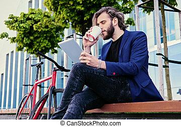 café, tablette, tient, pc., homme, boissons