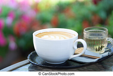 café, tulipe, art, closeup, sélectif, forme, bois, foyer, couleur, latte, verre, fond, vendange