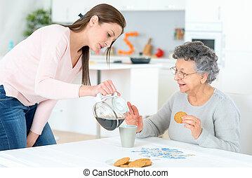 café versant, dame, vieux