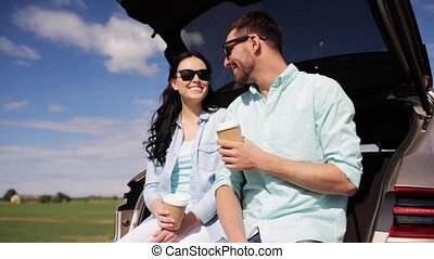 café, voiture, couple, coffre, hayon, heureux