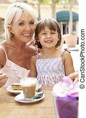 caf ?, café, petite-fille, grand-mère, gâteau, apprécier