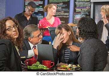 cafetería, decepcionado, compañeros de trabajo