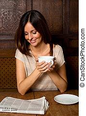 caffè, donna, giovane, giornale lettura, godere
